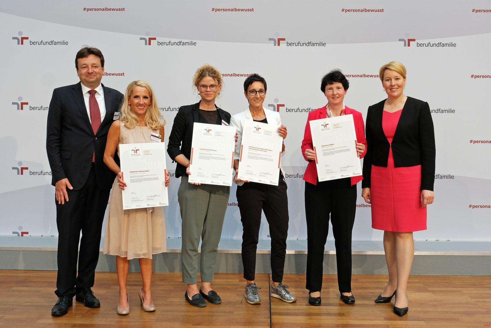 """Zweite Zertifikatsübergabe """"Audit berufundfamilie"""" an Landratsamt Erlangen-Höchstadt"""