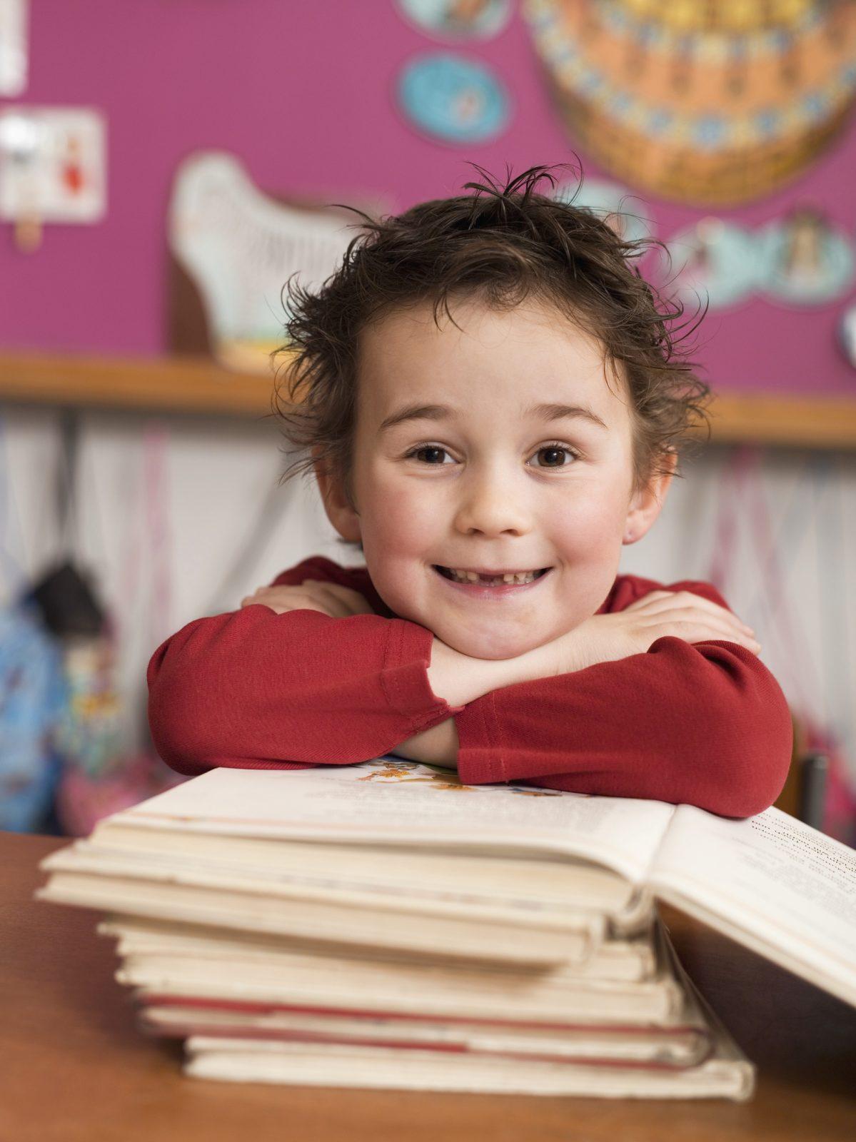 Kinder spielerisch an Bücher und Sprache heranführen Ehrenamtsbüro sucht Lesepatinnen und –paten